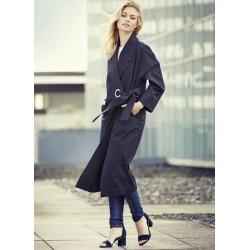 Gražus, elegantiškas lietpaltis drąsiai moteriai norinčiai išsiskirti iš naujos ,,Loft'' drabužių kolekcijos.