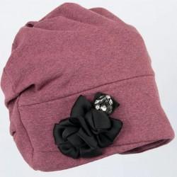 """Naujos kolekcijos čekų firmos ,,Anytra"""" kepurės moterims užtikrins komforto jausmą bet kokiu oru"""